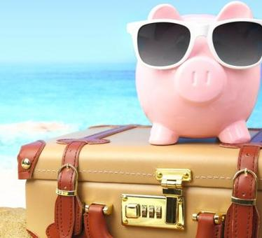 9 Expert Tips to Save Money while on Vacation